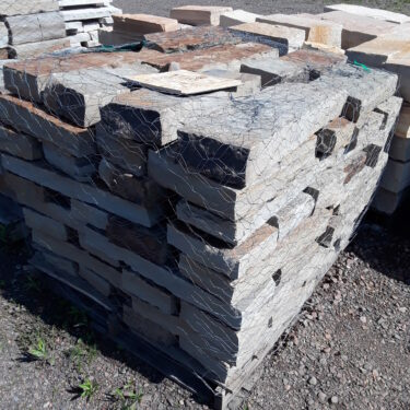 Blue/Brown Drystack Retaining Wall 3″ Height
